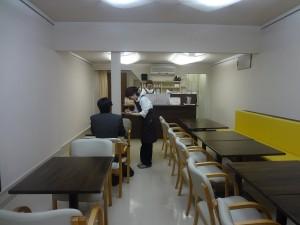 2012年11月6日カフェオープンの朝、最初のお客様。